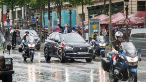 Tân tổng thống Pháp nhận chức trên xe mui trần độc bản