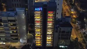 Máy bán hàng tự động phiên bản bán siêu xe tại Singapore