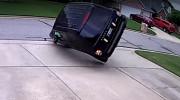 Lùi ô tô như phim hành động, Range Rover tan nát trong 3 giây