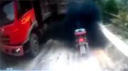 Biker đen nhất năm trong tình huống tắc đường