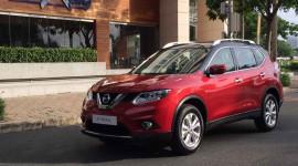 """Nissan X-Trail xuất hiện trên phố Sài Gòn với màu sơn """"độc"""""""
