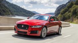 """""""Bộ ba"""" Jaguar XE, XF và F-Pace có thêm động cơ tăng áp 2.0L mới"""