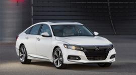 """Honda ra mắt Accord 2018 mong """"đánh bật"""" Toyota Camry"""