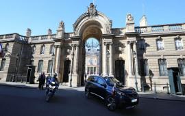 """Tổng thống Pháp đi xe """"độc"""" trong Lễ Quốc khánh"""