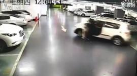 Bất cẩn, một phụ nữ bị chính ô tô của mình cán qua người