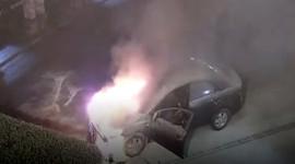 Ôtô cháy đùng đùng, tài xế say rượu ngủ quên bên trong
