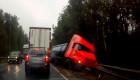 Xe tải san phẳng ta-luy, các tài xế nín thở kinh hãi