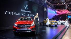 """""""Ngắm"""" xe đẹp, mẫu xinh của Mercedes-Benz tại VMS 2017"""