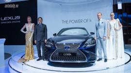 Lexus gây ấn tượng mạnh bằng công nghệ Hybrid tiên phong
