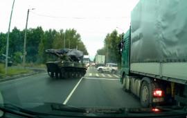 Xe tăng Drift bất ngờ hất văng ôtô SUV trên xa lộ