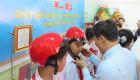 Honda Việt Nam tặng 1.300 mũ bảo hiểm cho học sinh Long An