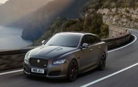 Sedan hiệu suất cao Jaguar XJR575 chốt giá từ 122.400 USD