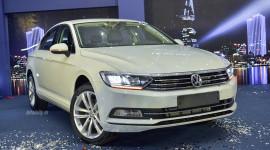 Volkswagen Passat Bluemotion 2017 giá 1,450 tỷ cạnh tranh Toyota Camry