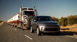 Video Land Rover Discovery 2017 kéo khối hàng nặng 120 tấn