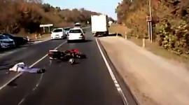 Lái xe mô tô tử nạn vì cố vượt khi đường đông xe