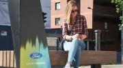 Ford cung cấp wifi và sạc điện thoại cho người đi bộ