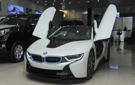 """Chồng """"soái ca"""" mua BMW i8 tiền tỷ tặng vợ nhân dịp 20/10"""