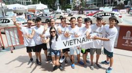 Thi đặt tay lâu lên xe, người Việt giành giải Nhì