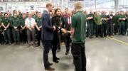 Hoàng tử Anh bất ngờ đến thăm nhà máy Jaguar Land Rover
