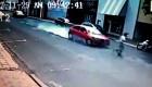 Ô tô phanh cháy lốp không tránh được người đàn ông