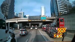 Cú drift chuyển làn siêu tưởng của tài xế xe cứu hoả