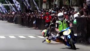 Đụng độ gây sốc ở giải đua môtô đường phố