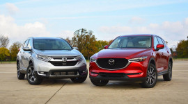 Honda CR-V 2017 vs. Mazda CX-5 2017: Cuộc chiến giữa con tim và khối óc