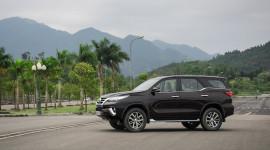 """Toyota Fortuner khan hàng, đại lý """"hét"""" giá tăng 200 triệu"""