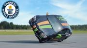 Kỳ lạ: Lái ôtô bằng 2 bánh với tốc 186 km/h