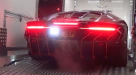 """Lamborghini Centenario """"náo loạn"""" đường phố London"""
