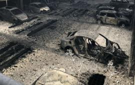 1.400 xe bị thiêu rụi trong đám cháy ga-ra dịp năm mới
