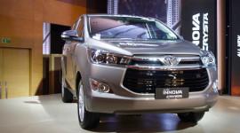 """Toyota Innova và Fortuner """"bán chạy như tôm tươi"""" năm 2017"""