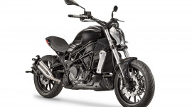 Benelli 402S 2018: Đối thủ của Ducati XDiavel