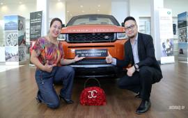 Nữ khách hàng đầu tiên tại Việt Nam sở hữu Range Rover Evoque mui trần