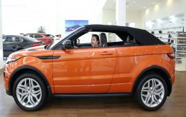"""Nữ khách hàng """"tậu"""" Range Rover Evoque mui trần và những chia sẻ thú vị"""