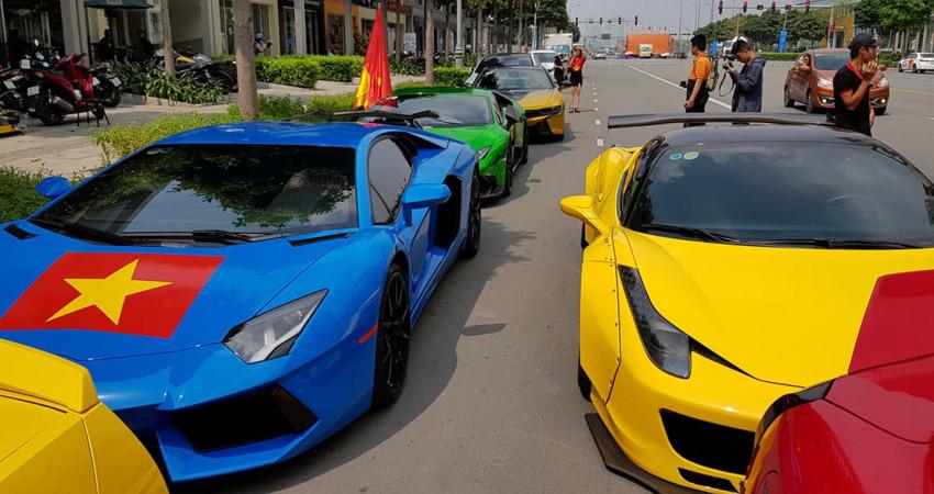 Dàn siêu xe dán decal cổ vũ đội tuyển U23 Việt Nam