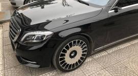 Hà Nội: Mercedes-Benz S-Class bị vặt trụi gương