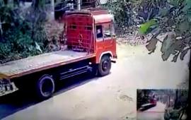 Quên phanh tay, tài xế suýt mất mạng vì xe trôi