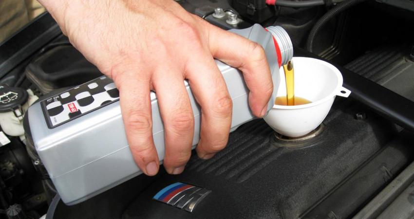 Xe đi 8-9 tháng vẫn chưa đến 5.000 km có nên thay dầu?