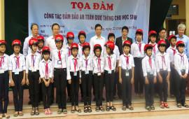Honda Việt Nam trao tặng 400 mũ bảo hiểm cho học sinh tại Hải Dương