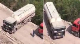 Video: Nín thở xem xe tải quay đầu xe ở vách núi