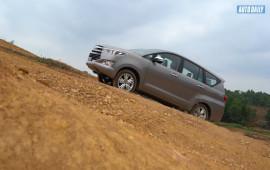 """Toyota Innova và những """"bí kíp"""" giữ chân khách hàng Việt"""
