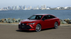 Toyota Avalon 2019 có giá từ 35.500 USD