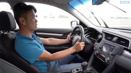 Thử lẫy chuyển số sau vô-lăng và hộp số CVT trên Honda Civic 1.8E