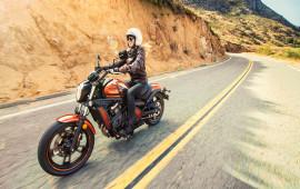 Kawasaki Vulcan S nổi bật với màu cam ngọc trai