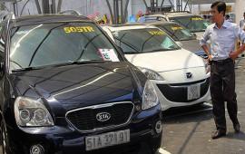 Ô tô mới lẫn cũ đều 'cháy hàng', đồng loạt tăng giá
