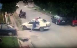 Cảnh sát suýt gây tai hoạ vì đỗ xe quên kéo phanh tay