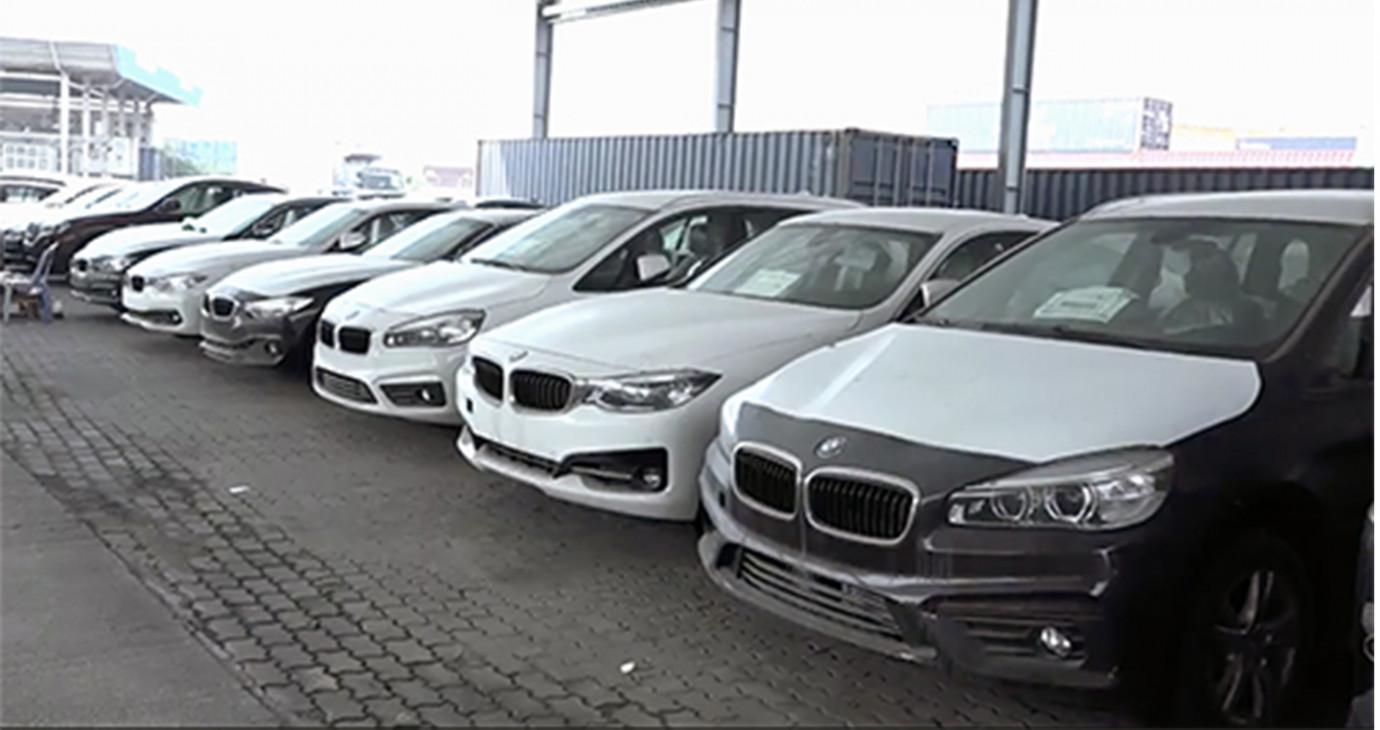 Tái xuất 126 container xe BMW nằm phơi sương tại Việt Nam