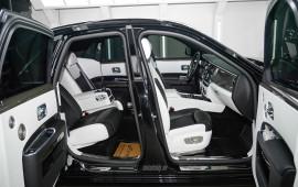 Video: Tìm hiểu tuyệt tác Rolls-Royce Ghost Black Badge tại Hà Nội