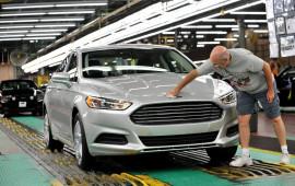 Xe SUV và bán tải lên ngôi, doanh số bán xe tại Mỹ giảm kỷ lục